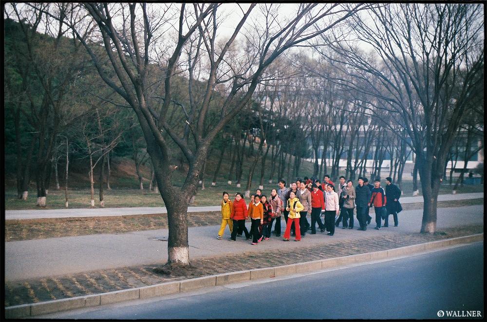 35mmPatrikWallner_Pyongyang_CasualGroupWalkLOWQ1000P