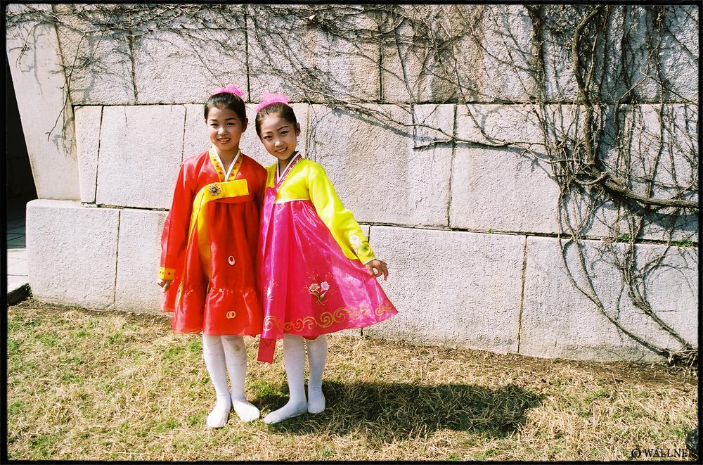 35mmPatrikWallner_Pyongyang_DancerSinceTwoLOWQ1000P