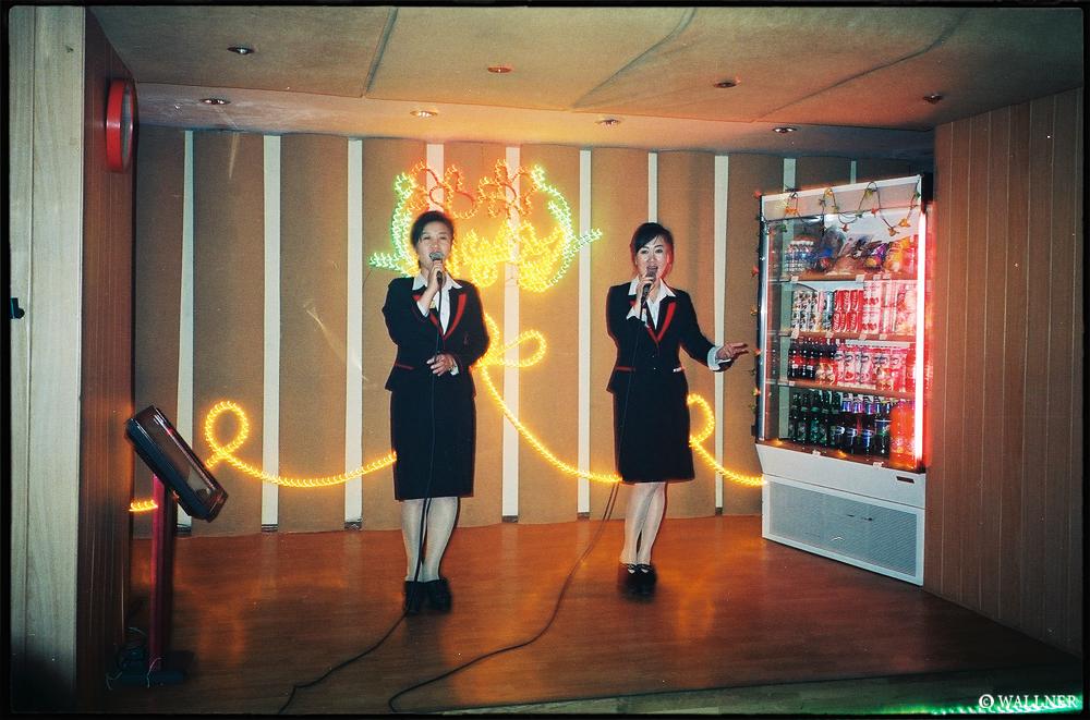 35mmPatrikWallner_Pyongyang_KareokeWithTheLadiesLOWQ1000P