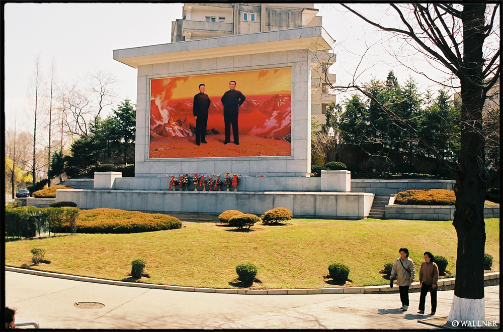 35mmPatrikWallner_Pyongyang_KimKimLOWQ1000P