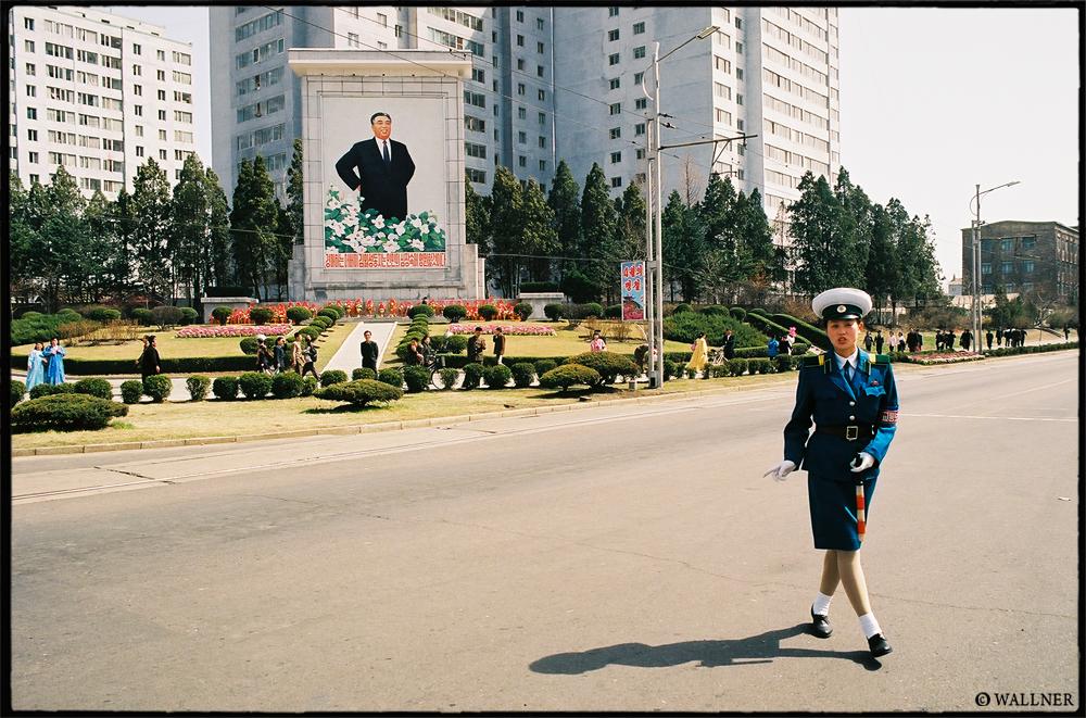 35mmPatrikWallner_Pyongyang_KimWithTrafficPoliceLOWQ1000P