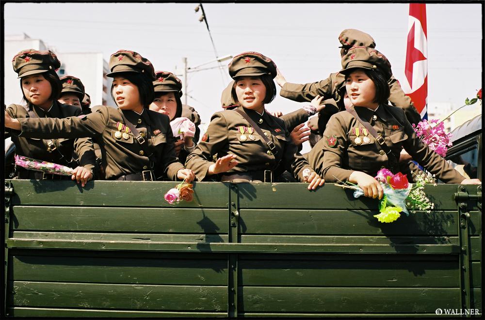 35mmPatrikWallner_Pyongyang_NorthKoreanNeedsWomenTooLOWQ1000P