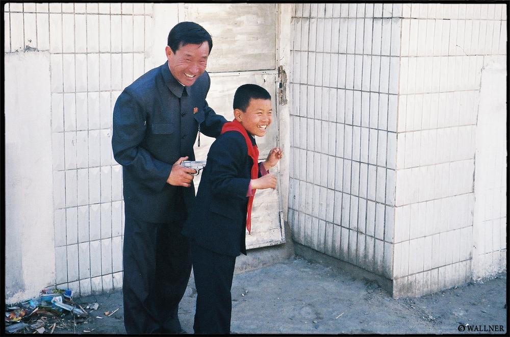 35mmPatrikWallner_Pyongyang_TheGun2LOWQ1000P