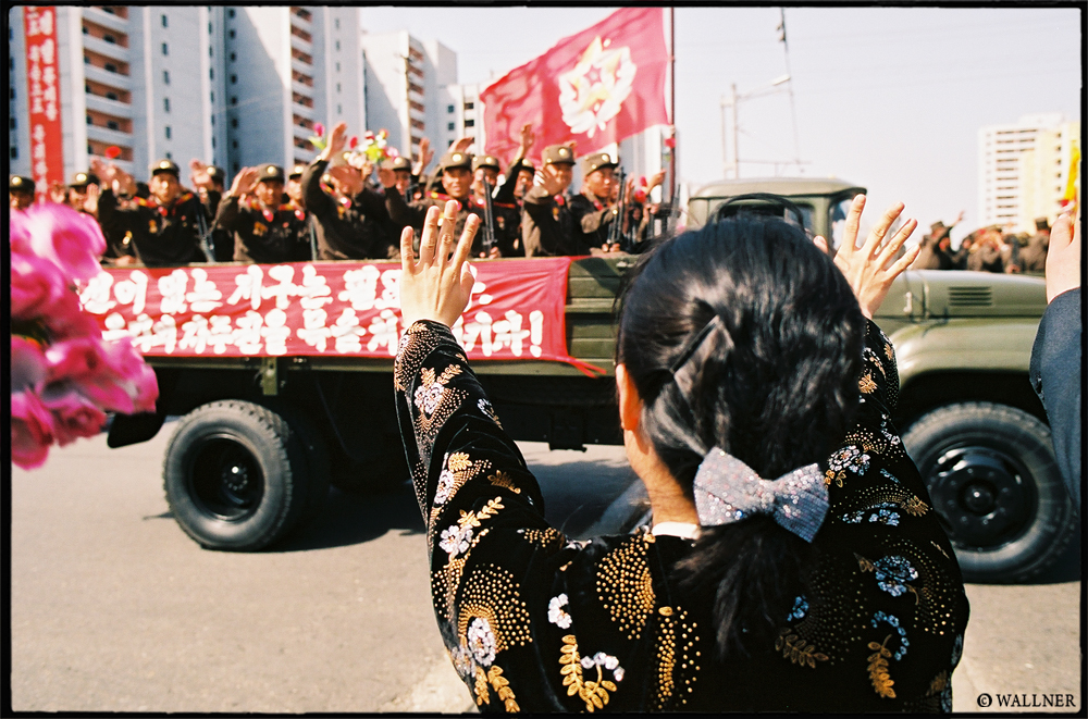 35mmPatrikWallner_Pyongyang_TheWaveLOWQ1000P