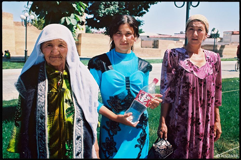 35mmPatrikWallner_Samarkand_GoingForFreshWaterLOWQ1000P