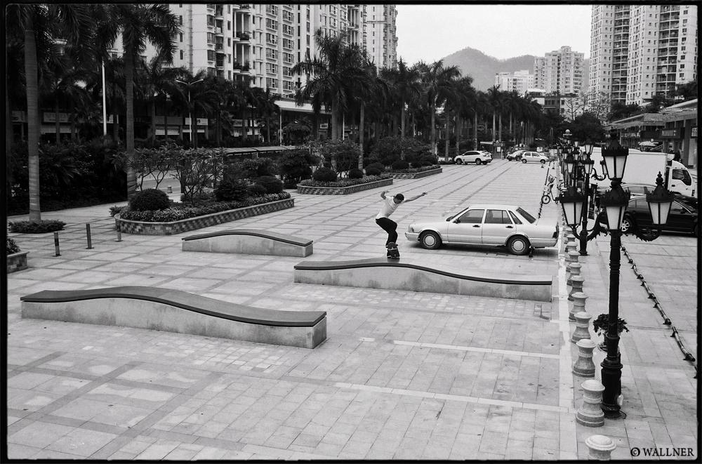 35mmPatrikWallner_Shenzhen_WalkerFsNosebluntWaveLOWQ1000P