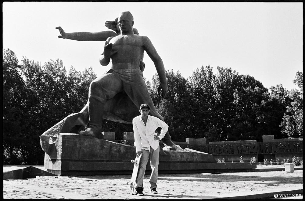 35mmPatrikWallner_Tashkent_KennyFrustratedFaceLOWQ1000P