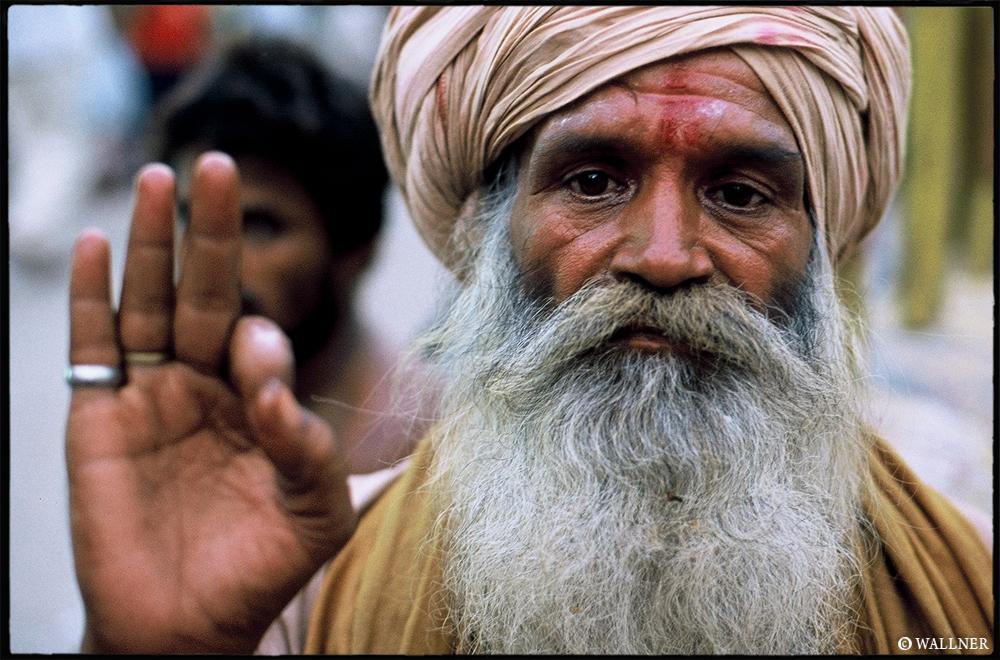 35mmPatrikWallner_Varanasi_PeaceLOWQ1000P