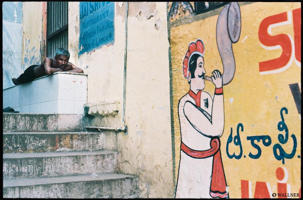 35mmPatrikWallner_Varanasi_SiestaInIndiaLOWQ1000P