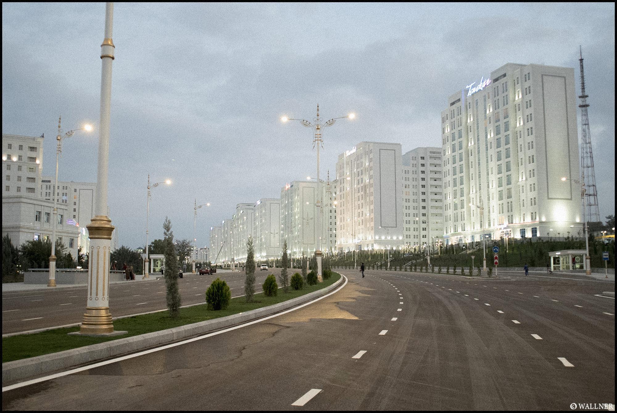 Digital Patrik Wallner Ashgabat Empty Roads 2 LOWQ 2000P