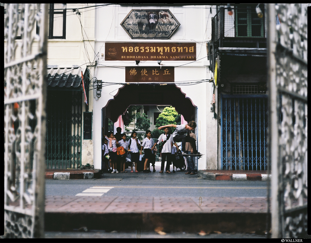MediumFormatPatrikWallner_Bangkok_AliChinatownStreetOllieLOWQ1000P