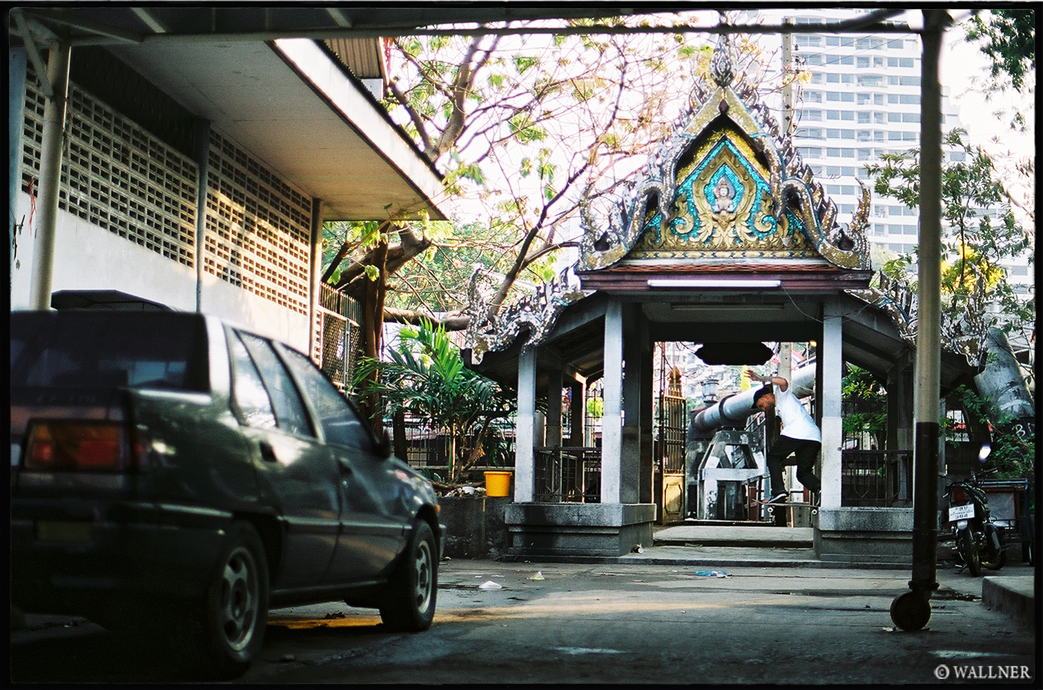 35mmPatrikWallner_Bangkok_GerardBoatTempleBsTailLOWQ