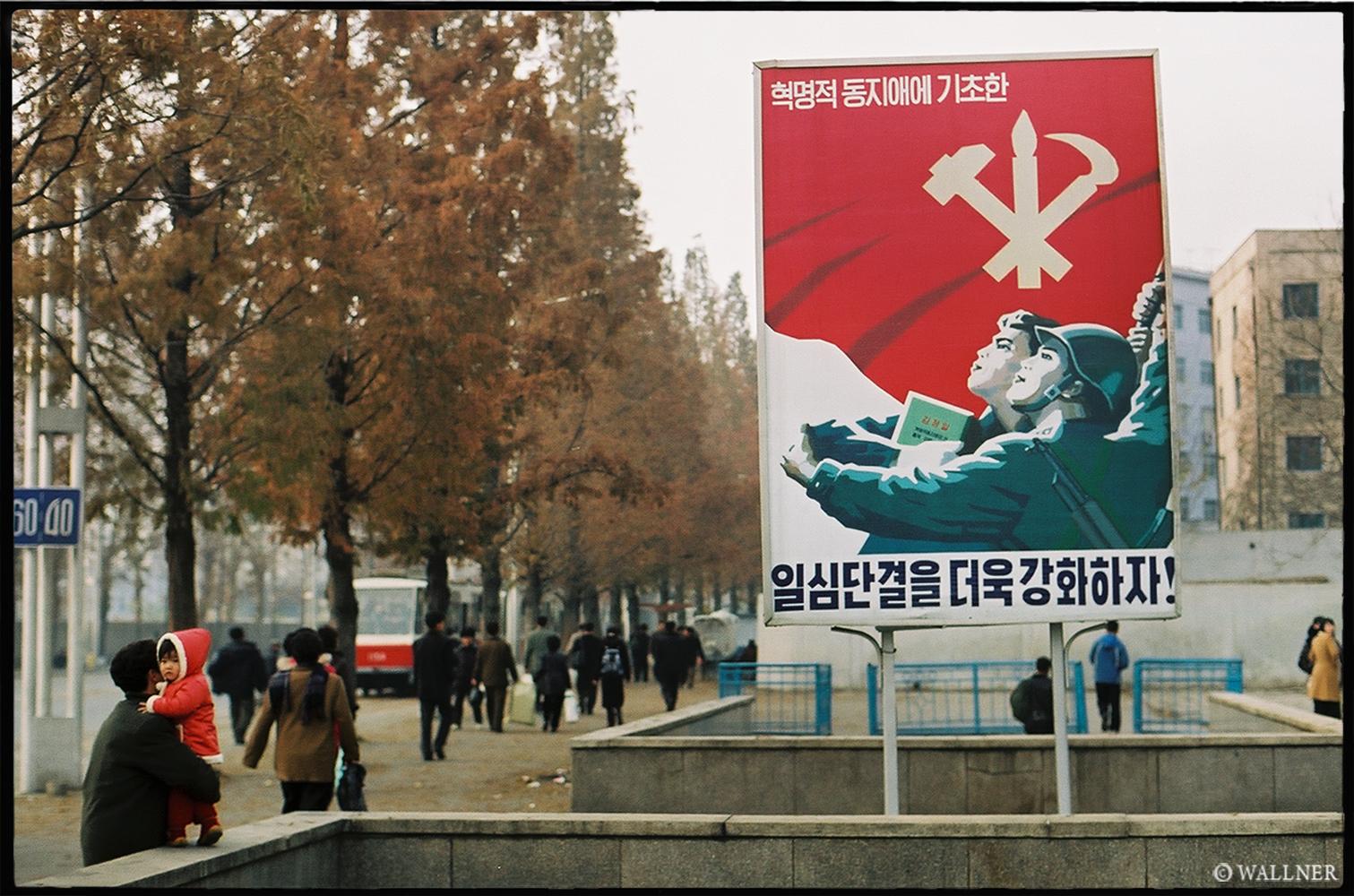 35mmPatrikWallner_Pyongyang_MetroPropogandaLOWQ