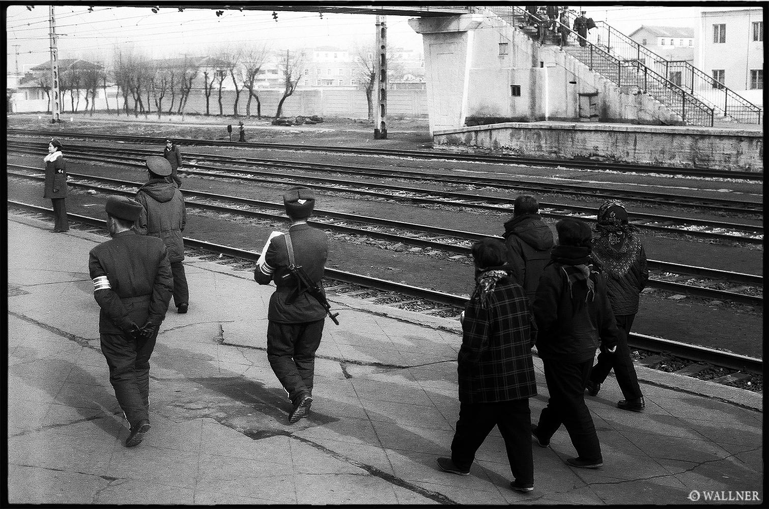 35mmPatrikWallner_Pyongyang_OnTheRunLOWQ