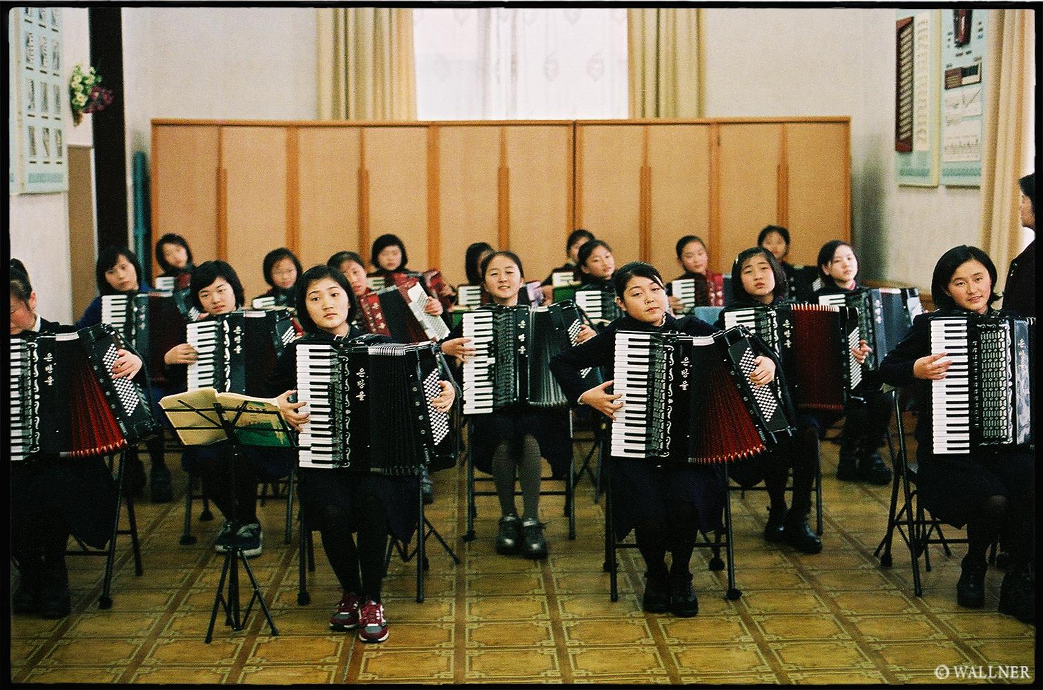 35mmPatrikWallner_Pyongyang_SchoolVisitLOWQ