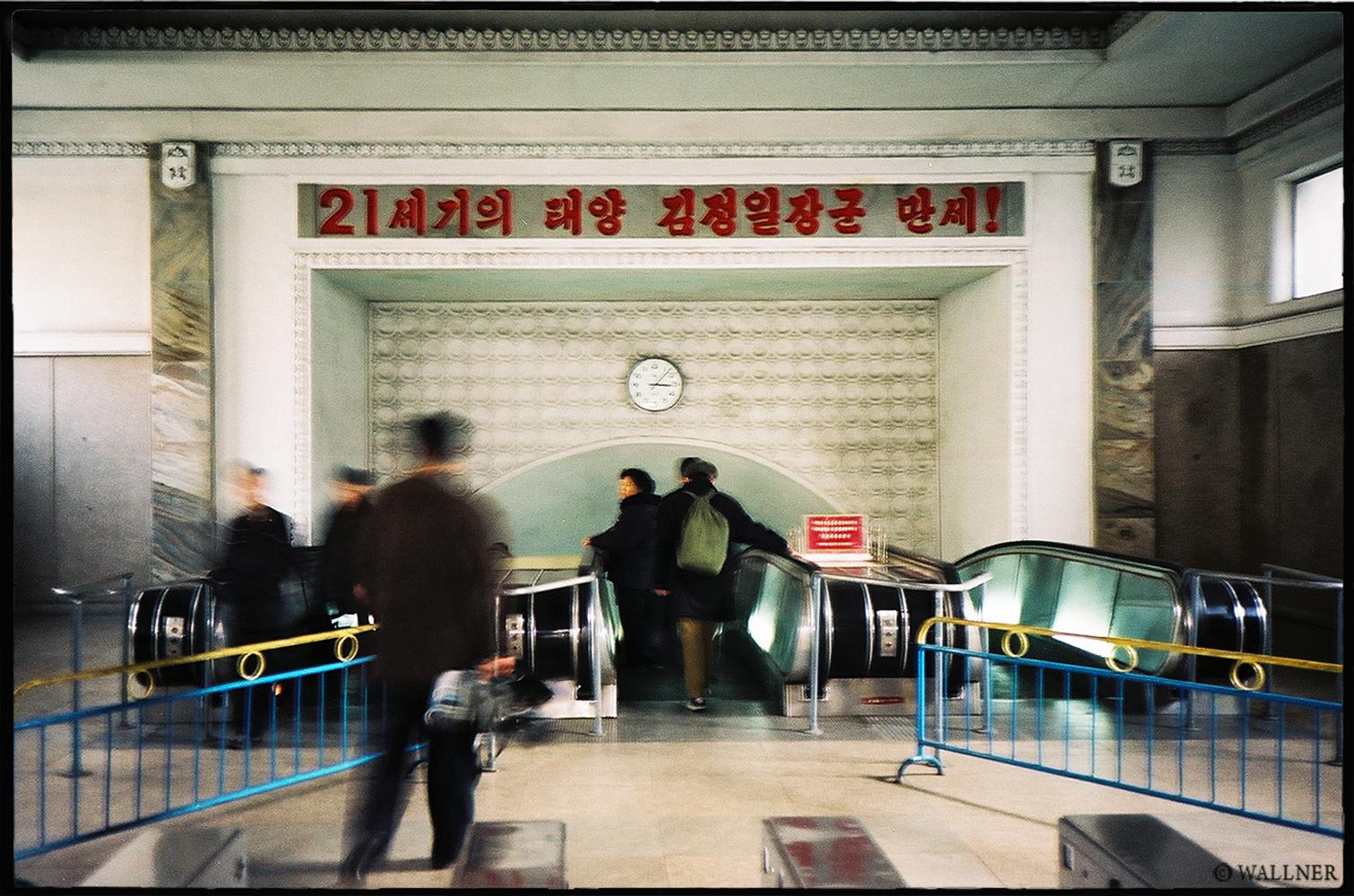 35mmPatrikWallner_Pyongyang_SubwayEnteenceLOWQ