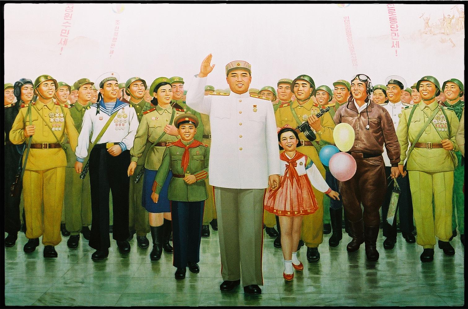 35mmPatrikWallner_Pyongyang_TheFatherMiddleLOWQ