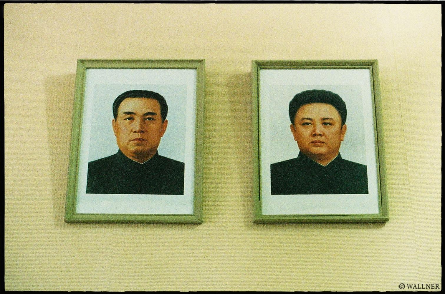 35mmPatrikWallner_Pyongyang_TheKimsLOWQ