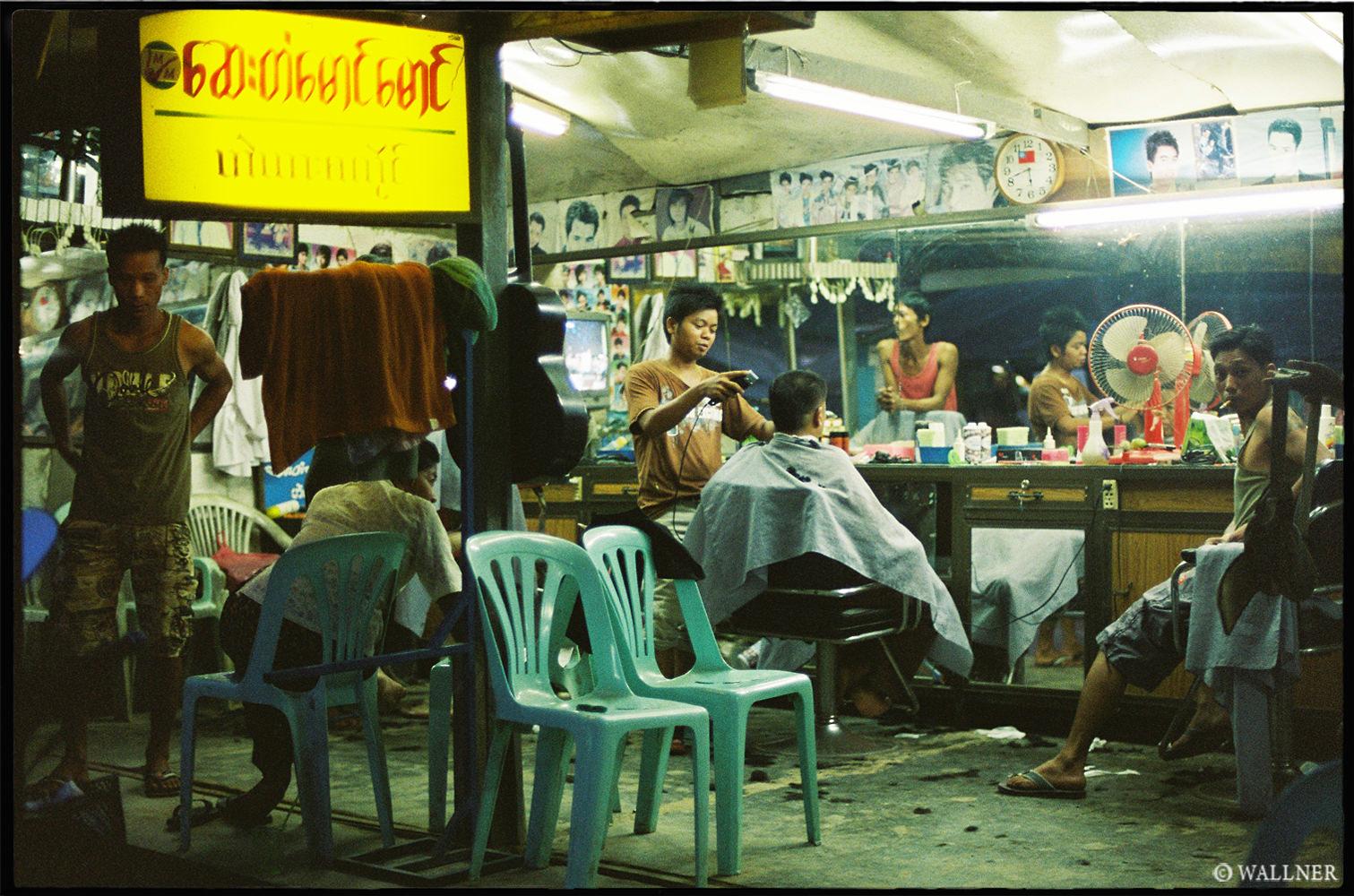 35mmPatrikWallner_Tachileik_BurmeseHairCutLOWQ