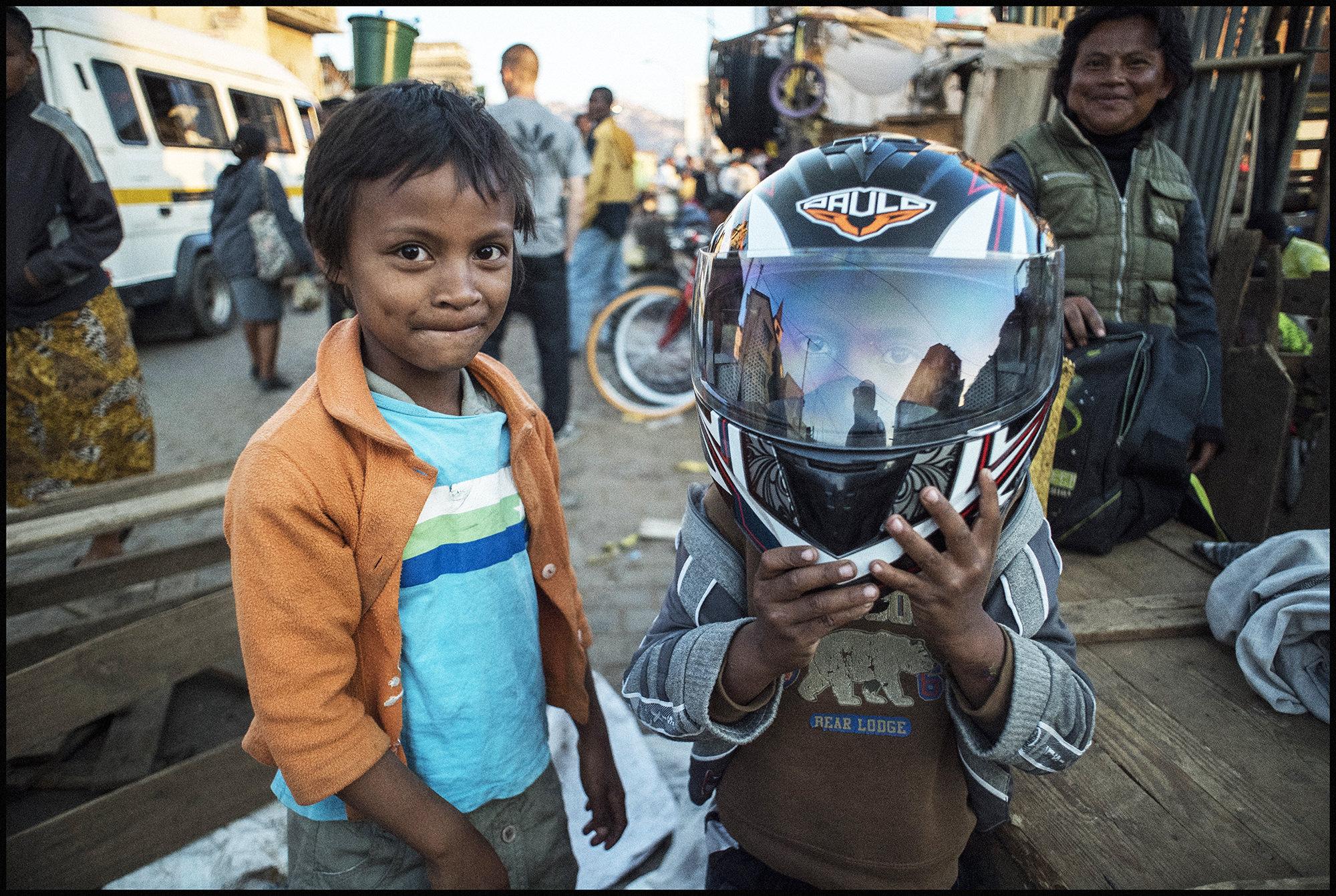 Digital Patrik Wallner Antananarivo Protection LOWQ 2000P