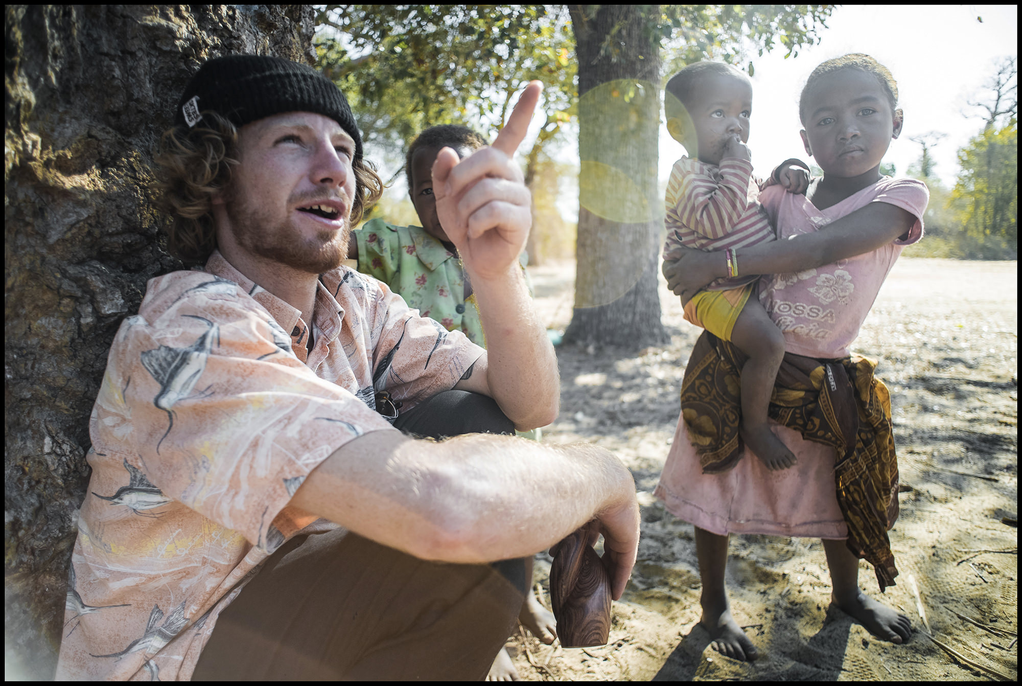 Digital Patrik Wallner Baobab Barney with Kids LOWQ 2000P