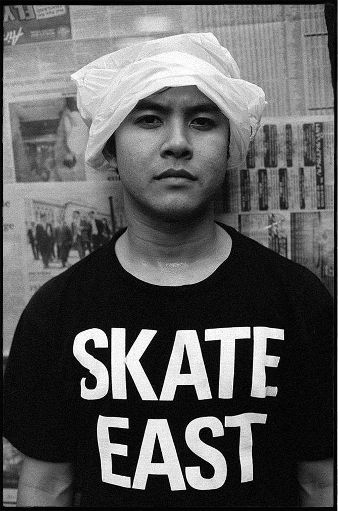 35mmPatrikWallner_Bangkok_RyanRainHatLOWQ