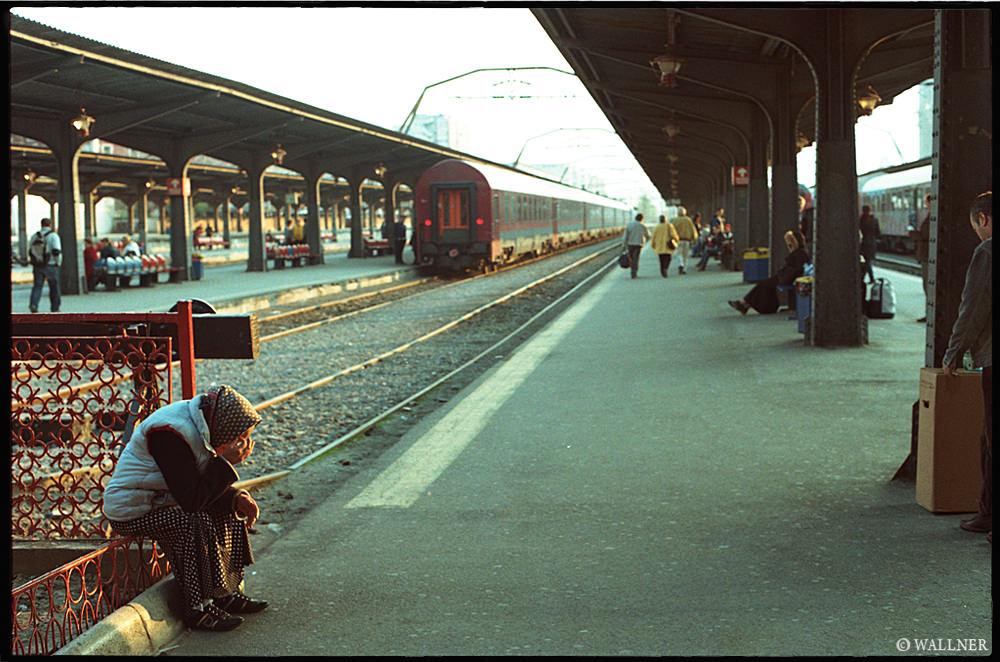 35mmPatrikWallner_Bucharest_GypsyWaitingLOWQ