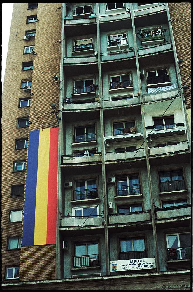 35mmPatrikWallner_Bucharest_RomFlagBuildLOWQ