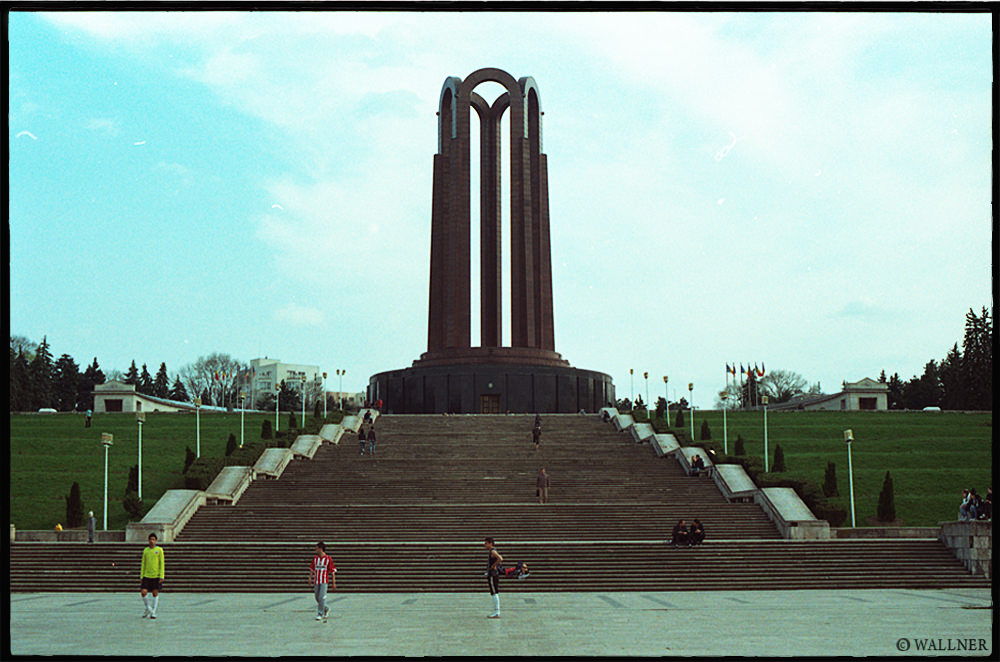 35mmPatrikWallner_Bucharest_RomanHubbasLOWQ