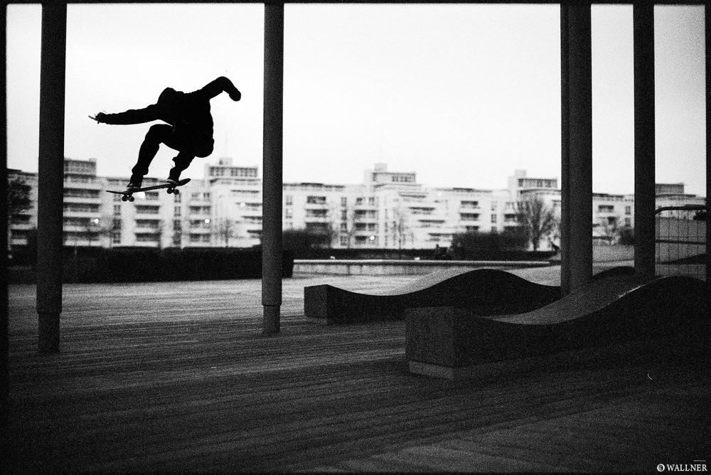 35mmPatrikWallner_London_JohnTannerKickflip1000P