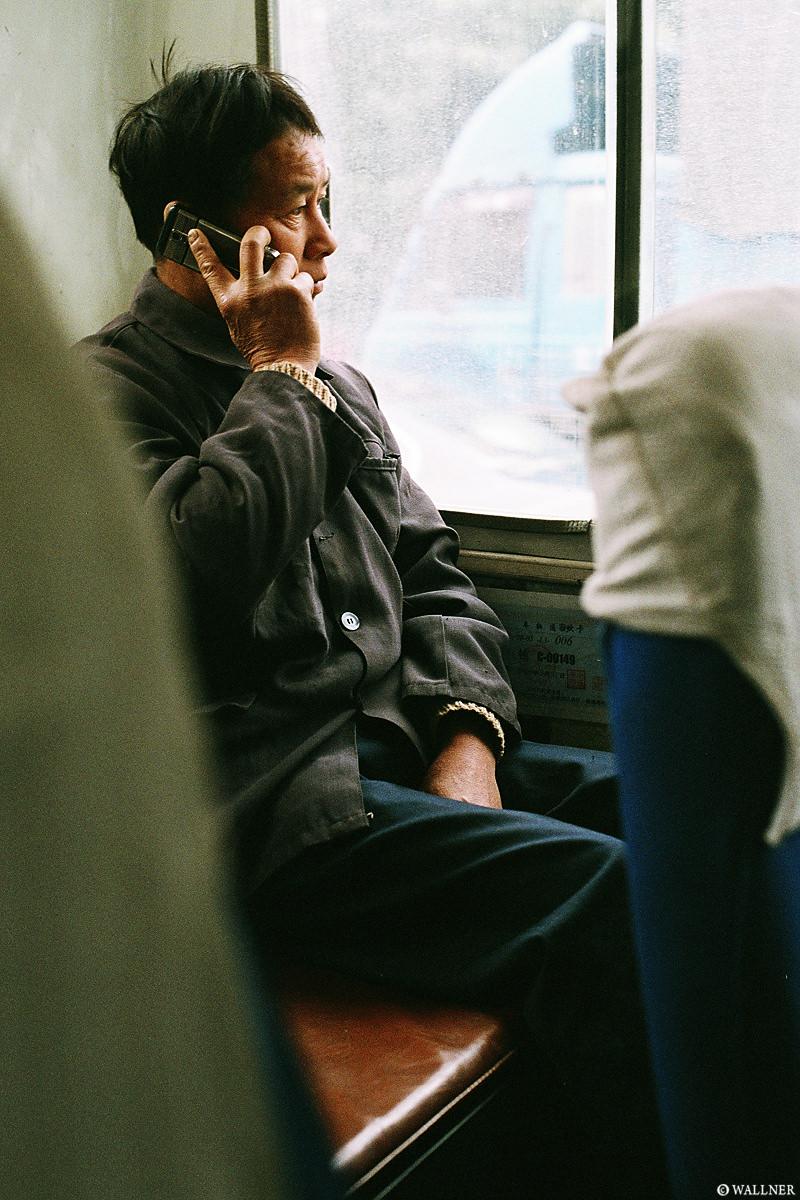 35mmPatrikWallner_Longshen_EveryoneHasAPhoneLOWQ