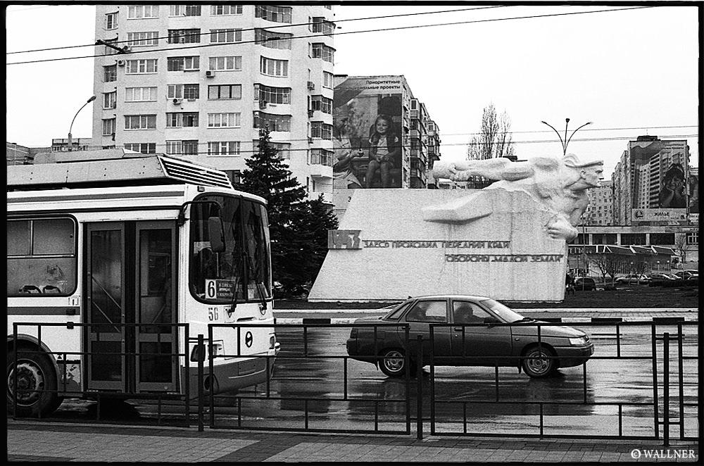 35mmPatrikWallner_Novorossiysk_StatueSpeedOfLightLOWQ