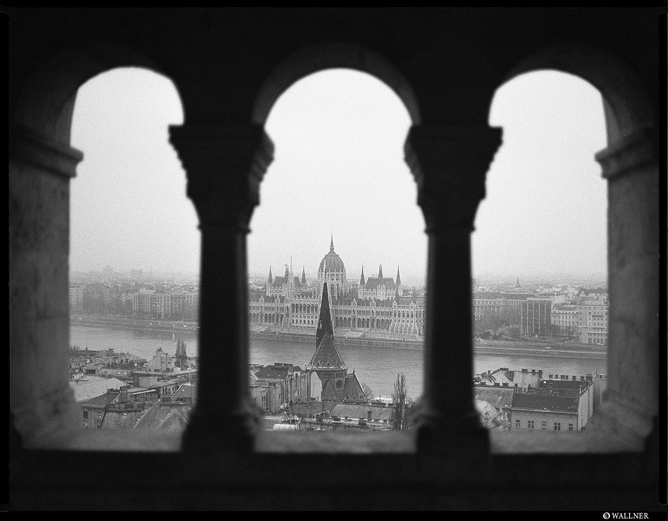 MediumFormatPatrikWallner_Budapest_MistyTriangleLOWQ