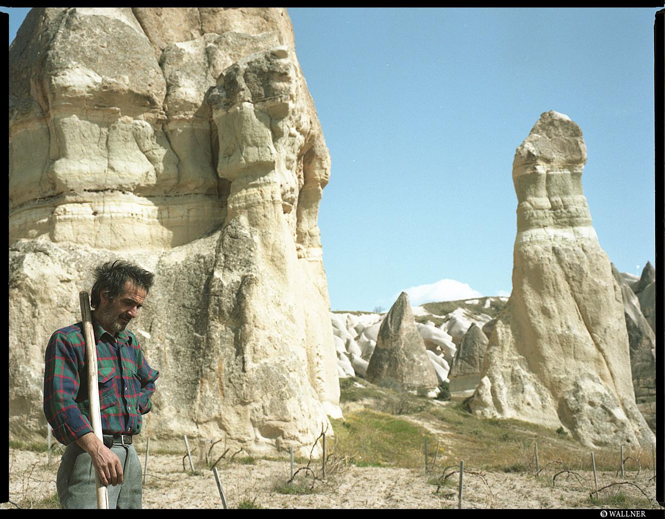 MediumFormatPatrikWallner_Cappadocia_Worker_LOWQ