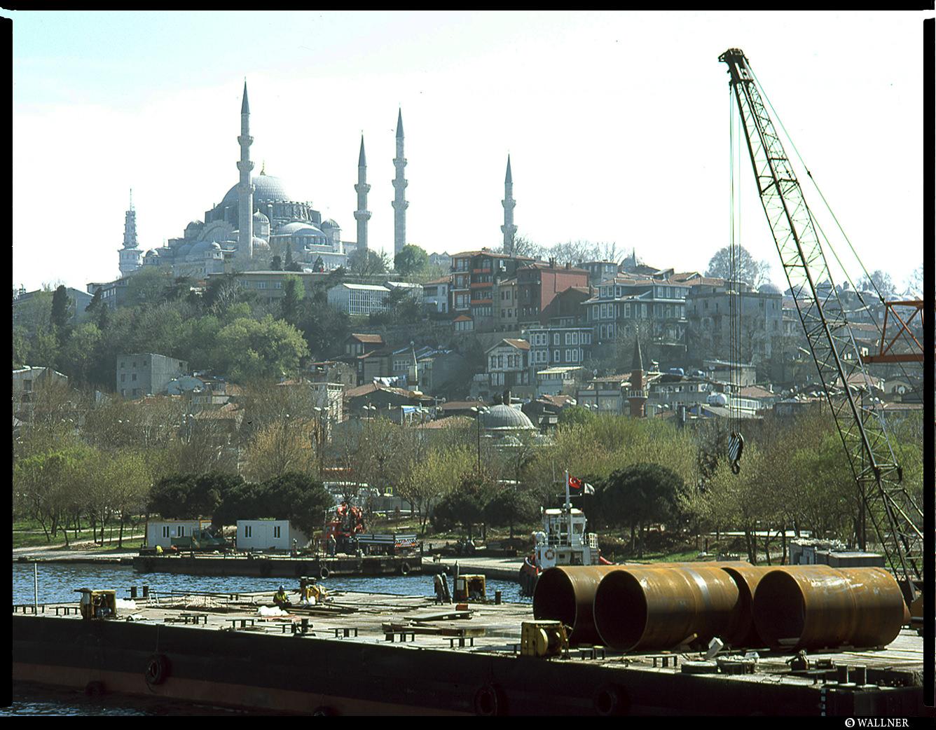 MediumFormatPatrikWallner_Istanbul_BridgeViewLOWQ