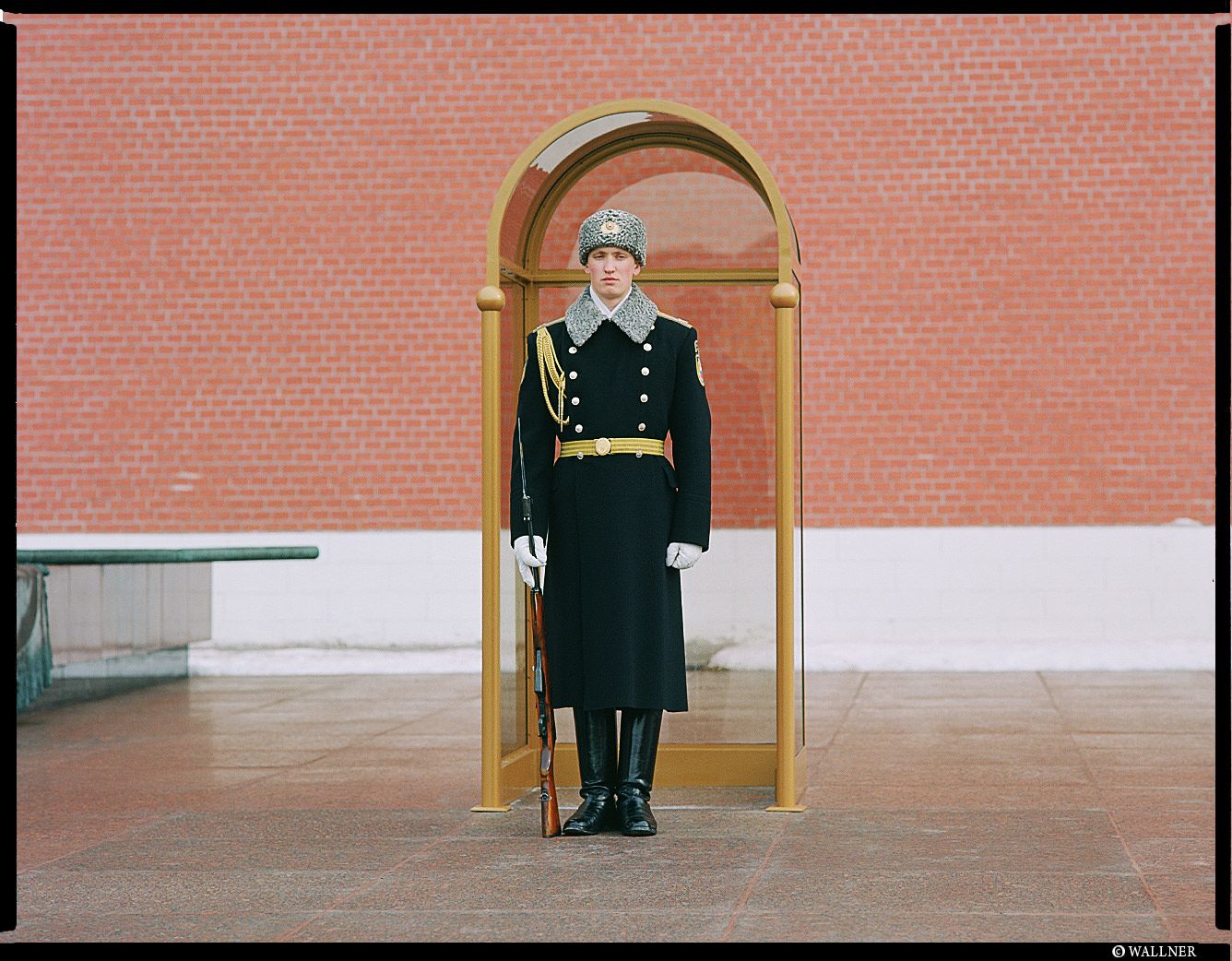 MediumFormatPatrikWallner_Moscow_GuardLOWQ
