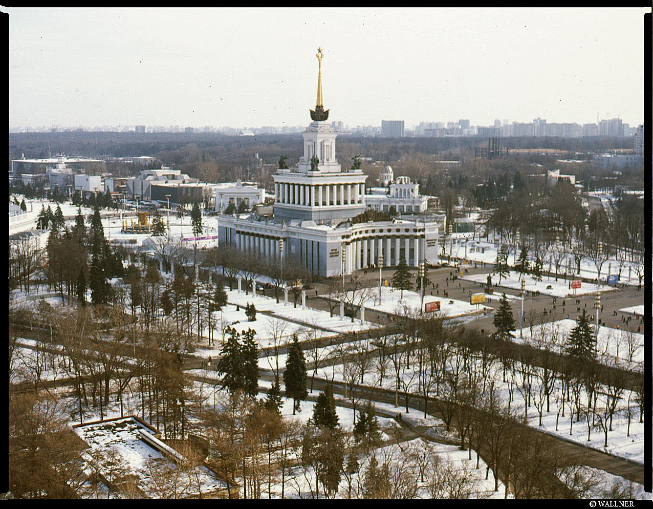 MediumFormatPatrikWallner_Moscow_OnTheFairyWheelLOWQ