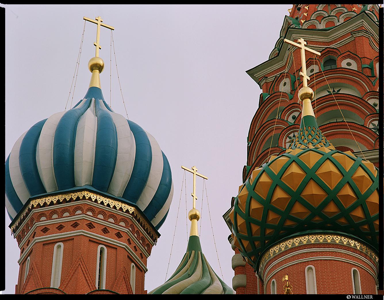 MediumFormatPatrikWallner_Moscow_RedCloseUpLOWQ